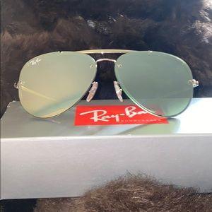 Green Blaze Aviator Ray-Ban sunglasses!
